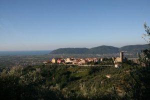 """IL COMUNE DI CASTELNUOVO MAGRA ORGANIZZA: NELLE COLLINE DI CASTELNUOVO MAGRA—""""GIORNATA DELLE BANDIERE ARANCIONE"""""""